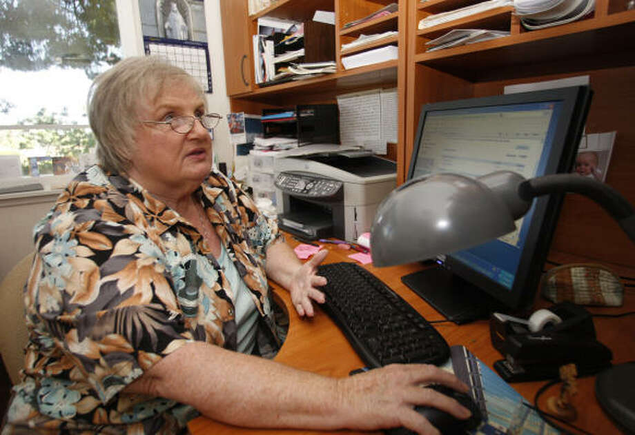 Ginnie Curran, a retired schoolteacher in San Diego, ponders a question about her finances. Photo: Lenny Ignelzi, Associated Press