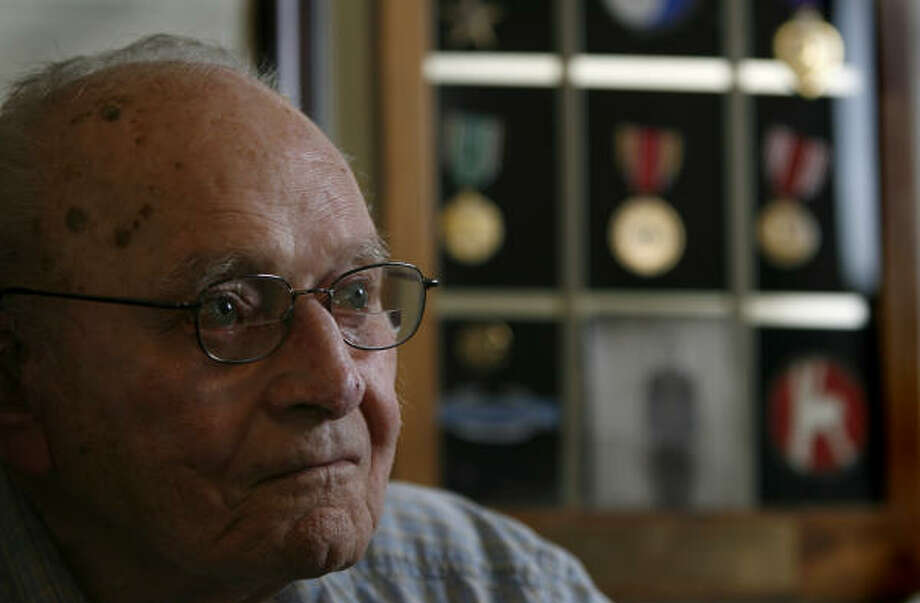 William Maxson, a 91-year-old World War II veteran from Tomball, has waited 10 months for word from the Houston VA Regional Office on the appeal of his disability claim. Photo: Karen Warren, Chronicle