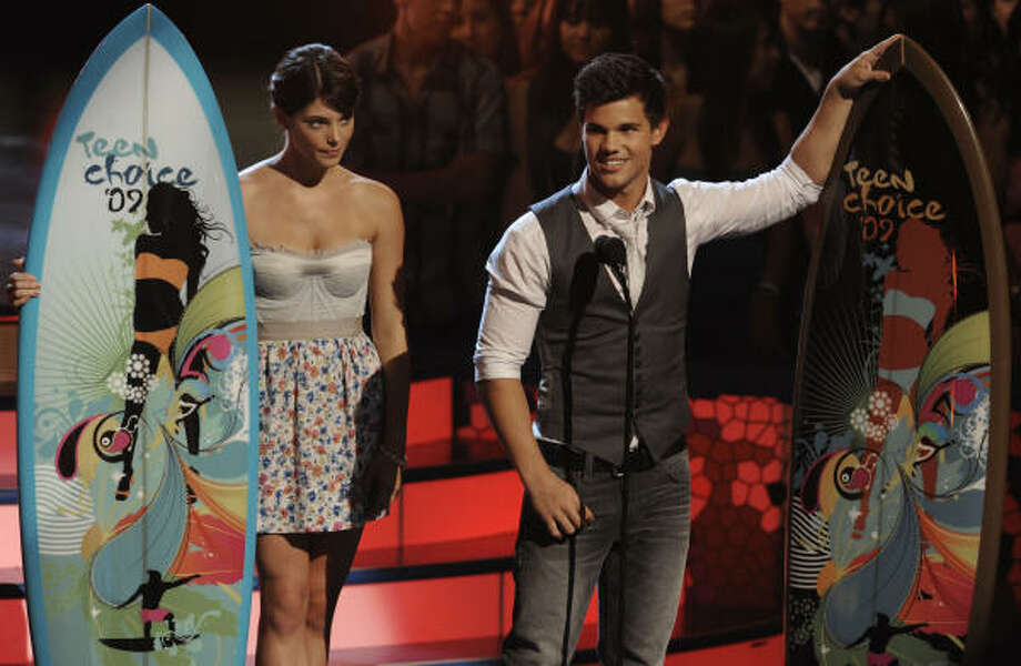 Actors Ashley Greene, left, and Taylor Lautner accept the choice movie fresh faces male & female award at the Teen Choice Awards on Sunday Aug. 9, 2009, in Universal City, Calif. Photo: Chris Pizzello, AP