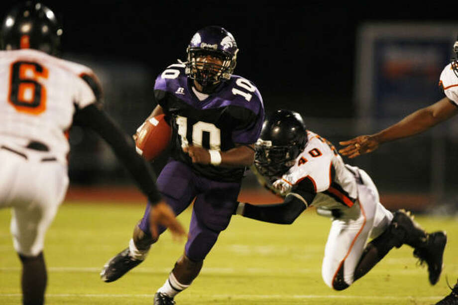Angleton's Quandre Diggs will line up at quarterback, in the defensive secondary and on returns. Photo: Julio Cortez, Houston Chronicle