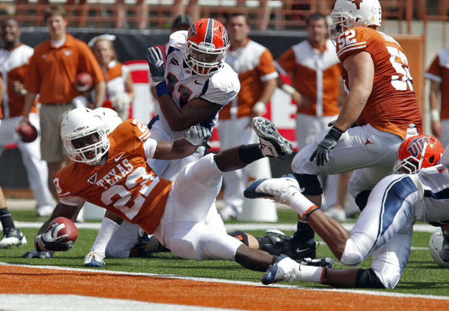 Tre' Newton (23) will be among the Longhorns running backs who should all get playing time against Colorado. Photo: Kin Man Hui, San Antonio Express-News