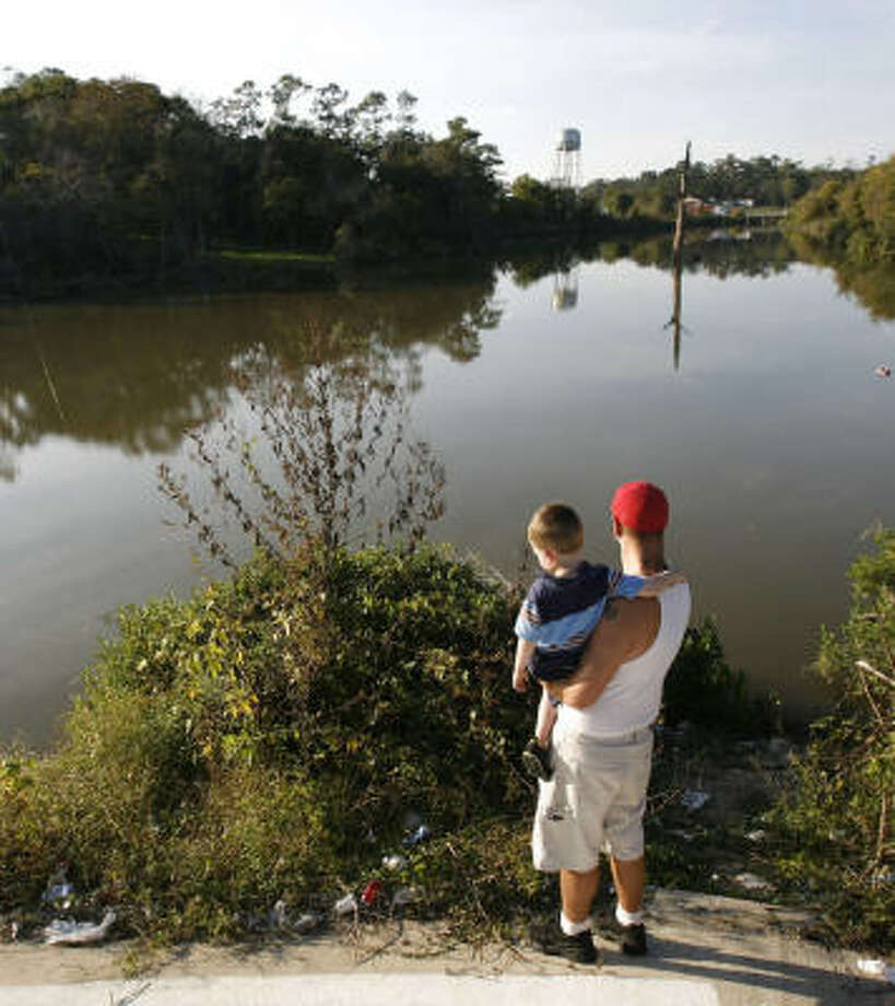 Mike Patch, 30, with his stepson Gavin, said he was unaware when he moved to Channelview this month that the area along the San Jacinto River is considered one of the state's most polluted. Photo: Julio Cortez, Chronicle