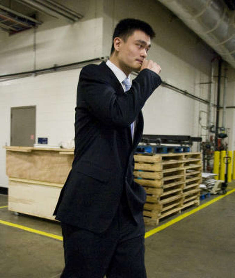 Expected to miss the 2009-10 season, Yao will have had five-consecutive seasons interrupted or ended by bone injuries. Photo: Nick De La Torre, Houston Chronicle