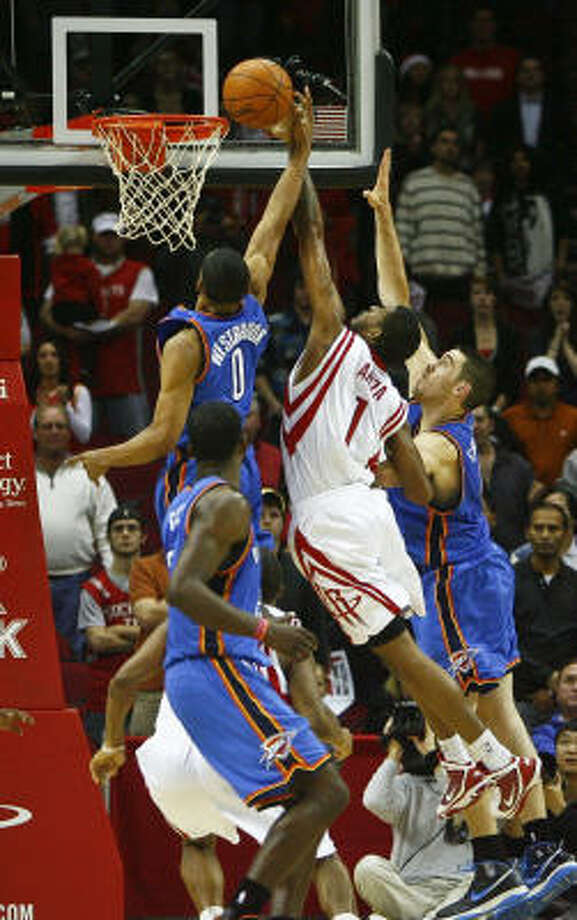 The Rockets' Trevor Ariza (1) makes a block on the layup attempt of the Thunder's Russell Westbrook (0). Photo: Michael Paulsen, Chronicle
