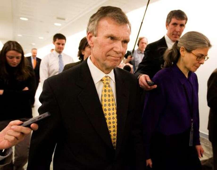 Escogido para secretario de Salud, Tom Daschle renunció a su nominación por problemas de impuestos. Photo: Manuel Balce Ceneta, AP