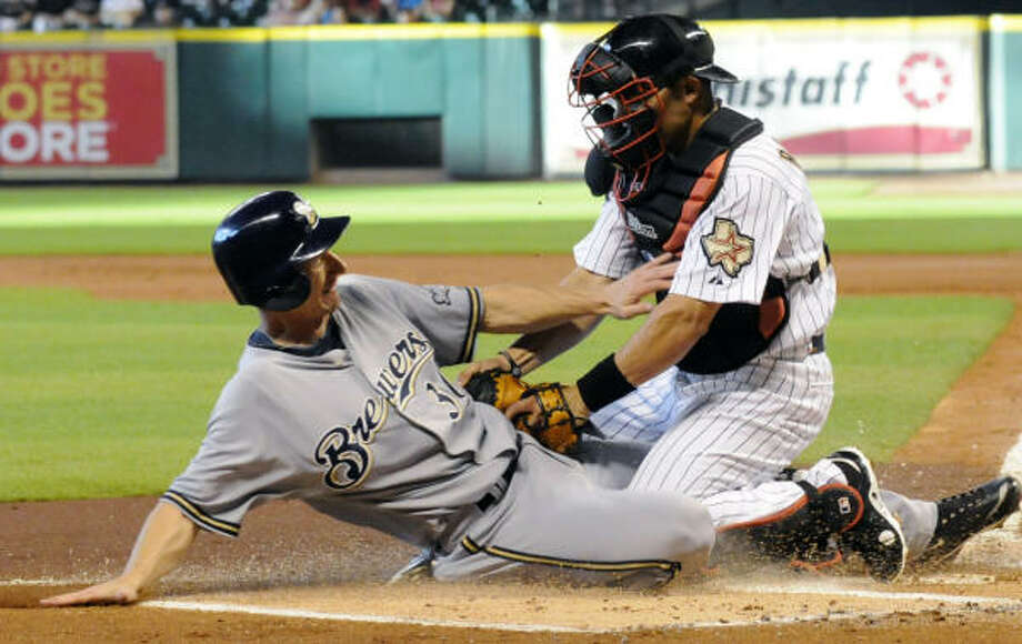 The Brewers' Craig Counsell, left, is tagged out at the plate by Astros catcher Ivan Rodriguez. Photo: Pat Sullivan, AP