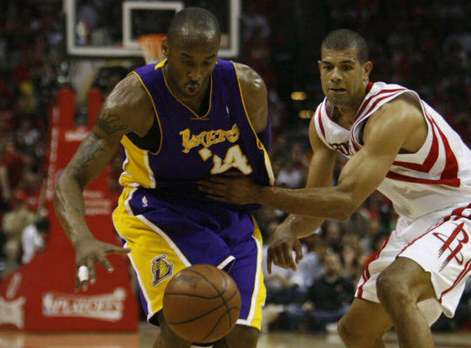 Shane Battier, right, tries to slow down Lakers guard Kobe Bryant, who had another big night in the series. Photo: Nick De La Torre, Chronicle