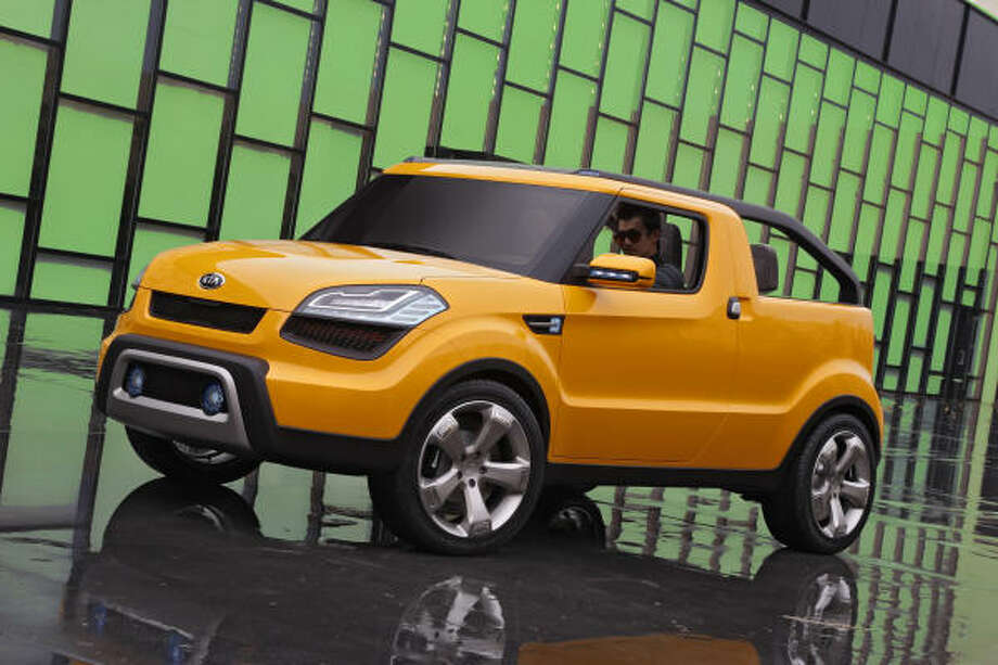 Kia's Soul'ster Concept, brightly colored in Soul'r yellow paint, projects a hip industrial look. A two-piece top enables passengers to expose the front and back seating areas independently