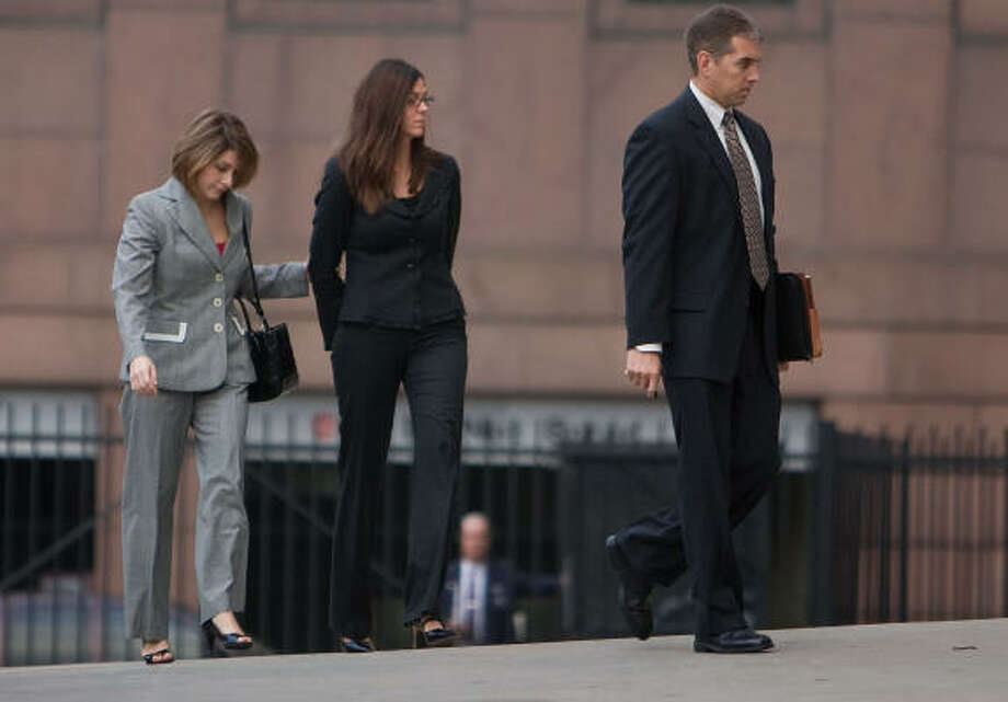 Laura Pendergest-Holt, the chief investment officer of troubled Stanford Financial Group, center, is brought into the Federal Court building to be arraigned on a criminal charge related to the civil fraud case against Stanford Financial Group on Friday, Feb. 27, 2009, in Houston. Photo: Sharon Steinmann, Chronicle
