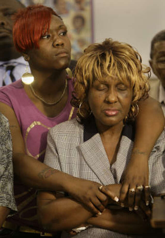 Relatives of Freddie Lee Bell, including his mother, Betty, and cousin Felicia Barnes, showed photos of what they say is Bell's beaten body during a news conference at Greater St. Paul Missionary Baptist Church on Tuesday. Photo: Melissa Phillip, Chronicle
