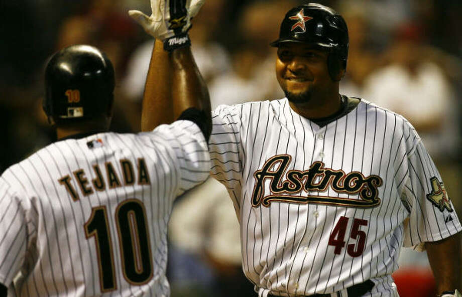 Carlos Lee, right, and Miguel Tejada combined to go 12-for-23 with 12 RBIs in the Padres series, which Lance Berkman missed with a wrist injury. Photo: Michael Paulsen, Chronicle