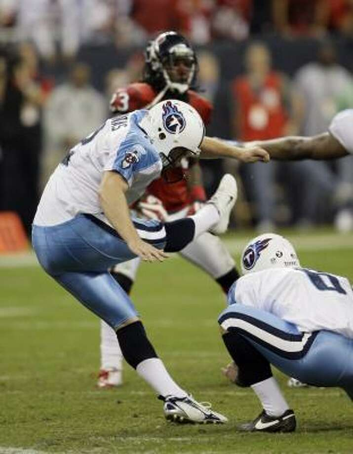Vince Young and the Titans won because they had a better kicker who connected from 50 and 53 yards. Photo: David J. Phillip, AP