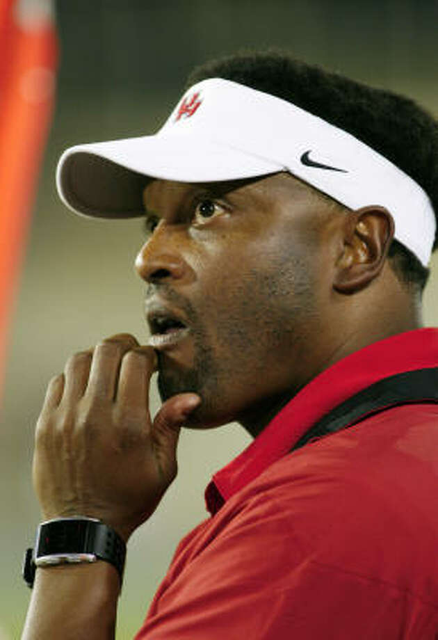 As UH coach Kevin Sumlin watched his team beat Tulsa, he saw numerous instances of Tulsa players going down, stopping the clock. Photo: David Crenshaw, AP