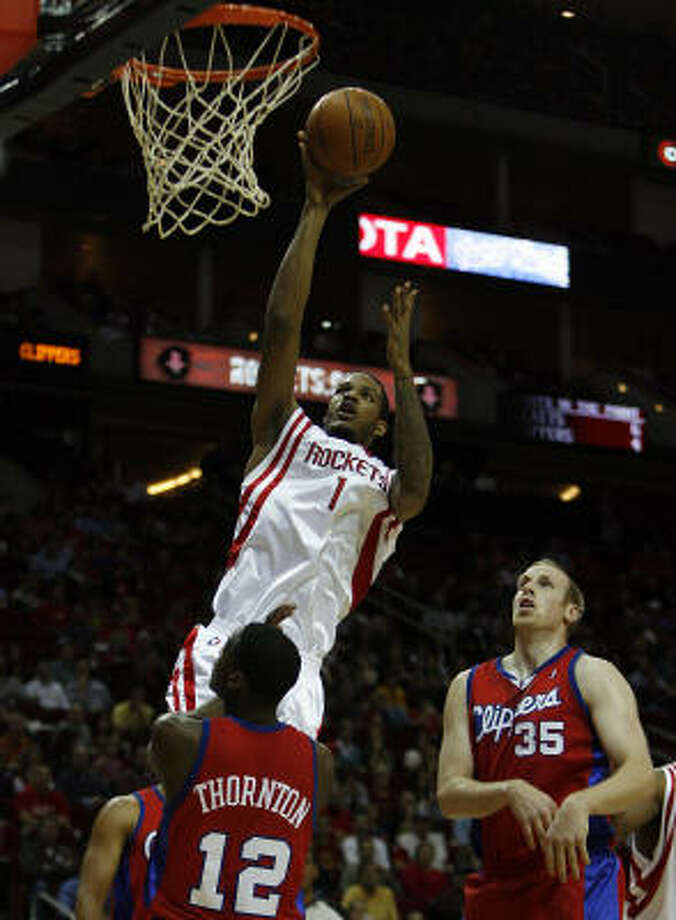 The Rockets' Trevor Ariza shoots over the Clippers' Al Thornton during the first half. Photo: Johnny Hanson, Chronicle