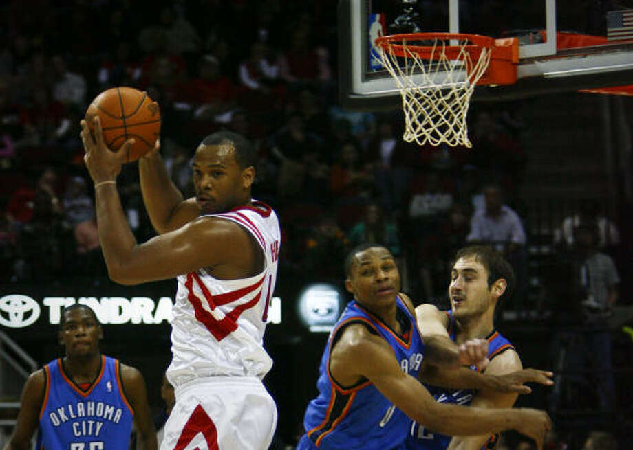 Chuck Hayes pulls down a first-half rebound against the Thunder. Photo: Michael Paulsen, Chronicle