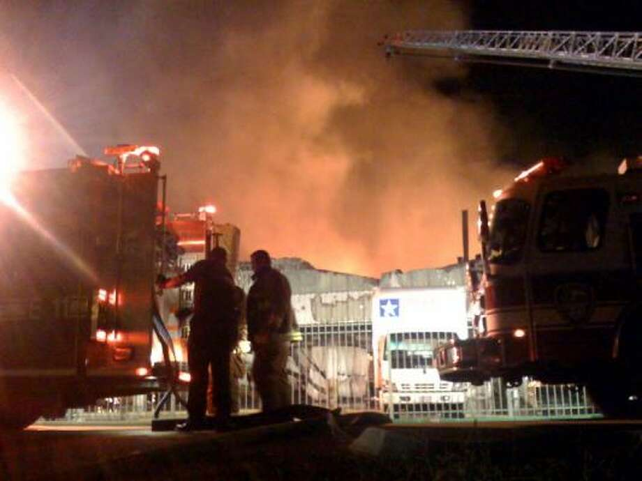 4 Alarm Blaze Strikes Gallery Furniture Warehouse Houston Chronicle