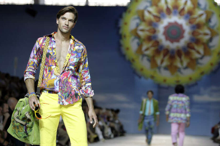 Etro's 2010 spring/summer look is bright, breezy and colorful. Photo: ALBERTO PELLASCHIAR, AP