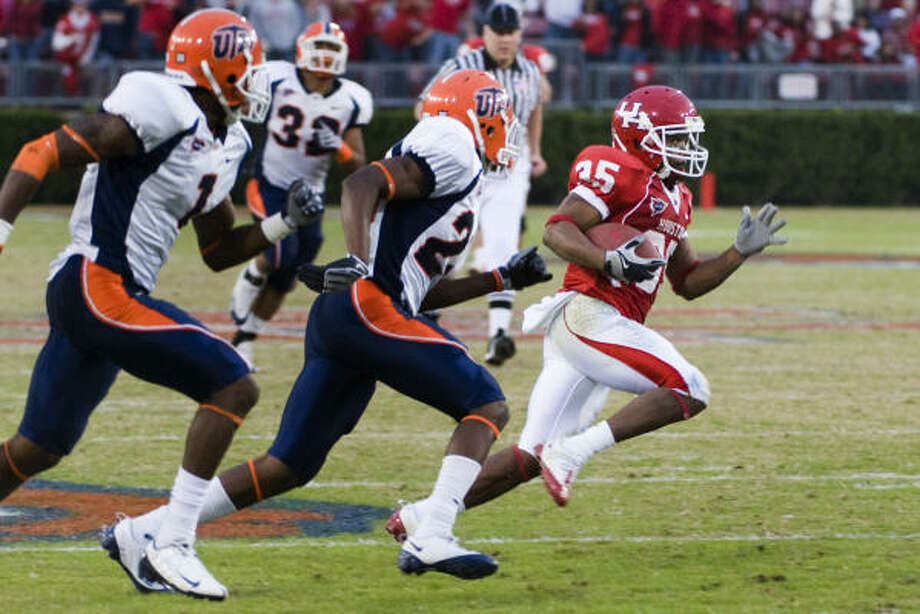 Tyron Carrier ran past lots of defenders last season in earning second-team All-C-USA honors. Photo: Smiley N. Pool, Chronicle