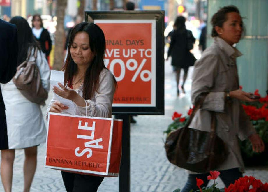El gasto de los consumidores, que representa un tercio de la actividad económica, ha disminuido drásticamente. Photo: Justin Sullivan, Getty Images
