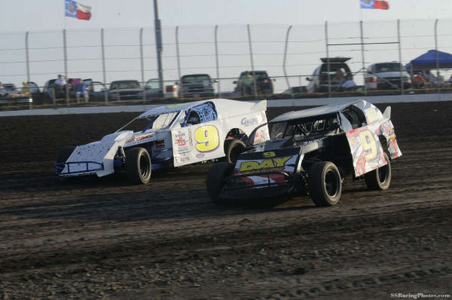 Cars in the UMP Modified Series at Houston Raceway Park will race for bigger purses. Photo: SSRACINGPHOTOS.COM