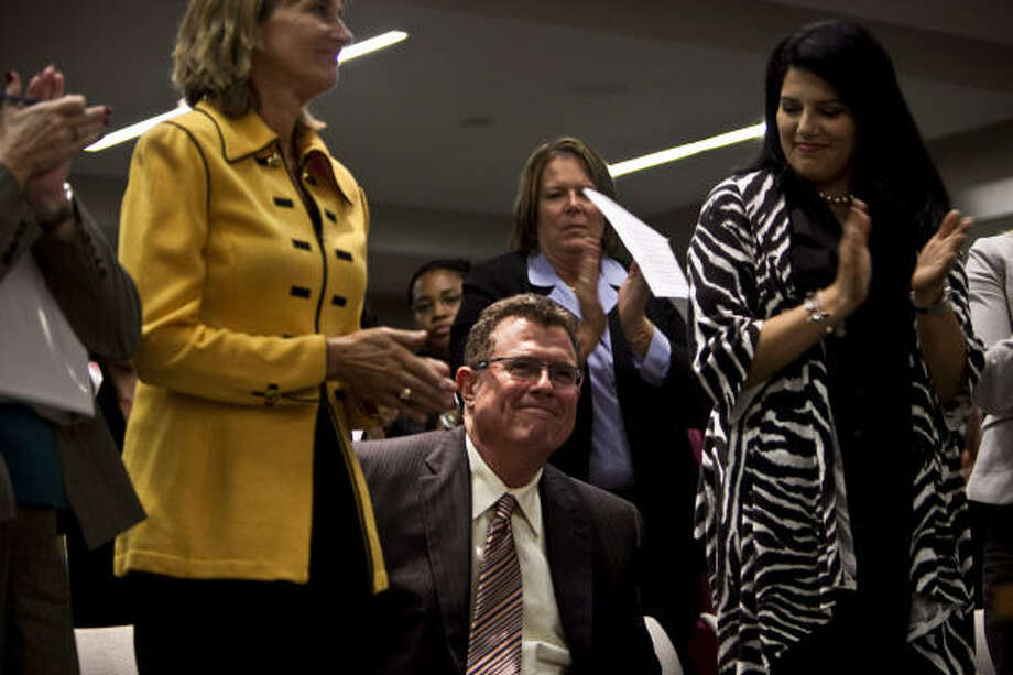 Terry Grier, with his wife, Nancy, left, receive applause after the school board hired him as superintendent in 2009. Grier plans to step down March 2, and the board must find his replacement. Photo: Michael Paulsen, Chronicle