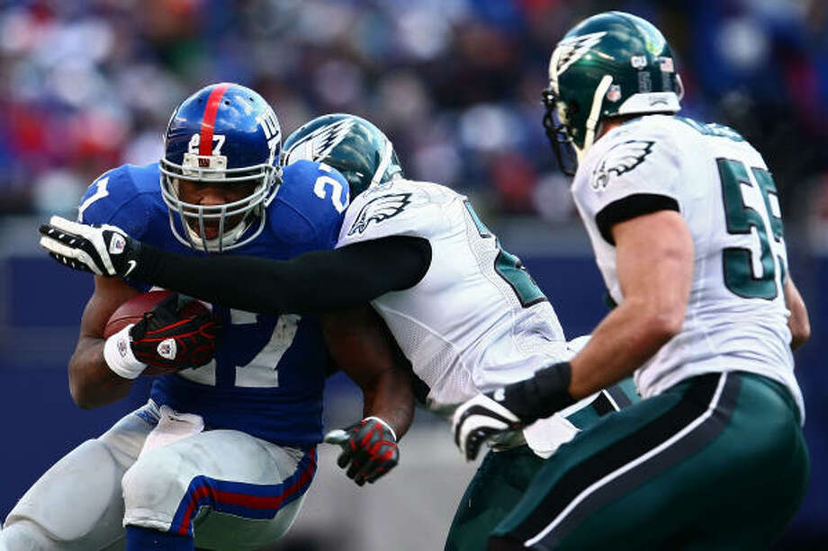The Eagles held Brandon Jacobs under 100 yards and kept the Giants offense out of the end zone. Photo: Chris McGrath, Getty Images