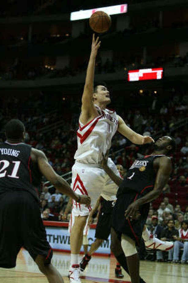 Rockets center Yao Ming said he didn't know how to play basketball after Wednesday's loss to Philadelphia. Photo: Billy Smith II, Chronicle