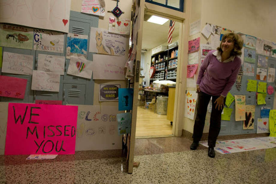 Art teacher Mindy Herrick waits for kindergarten students in front of her classroom after being welcomed back to  Roberts Elementary School. Photo: Sharon  Steinmann, Chronicle
