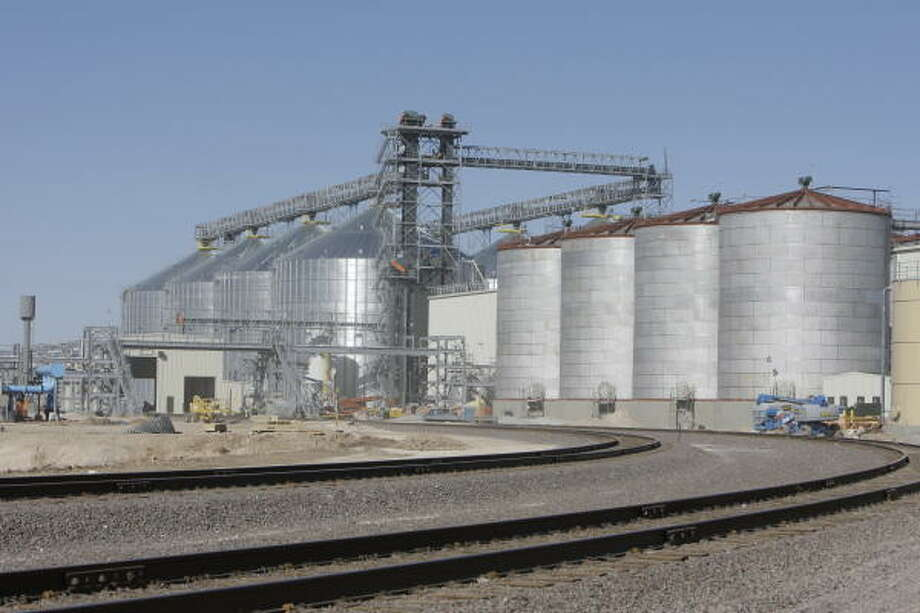 A double train track spur was built at Panda Ethanol in Hereford. More than 2½ years after its groundbreaking, the plant is not yet complete. Photo: Melissa Phillip, Houston Chronicle