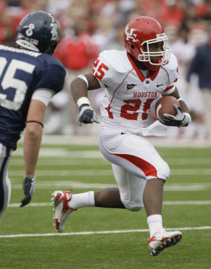 Running back Bryce Beall was the first freshman in UH history to break the 1,000-yard barrier in rushing. Photo: Melissa Phillip, Chronicle