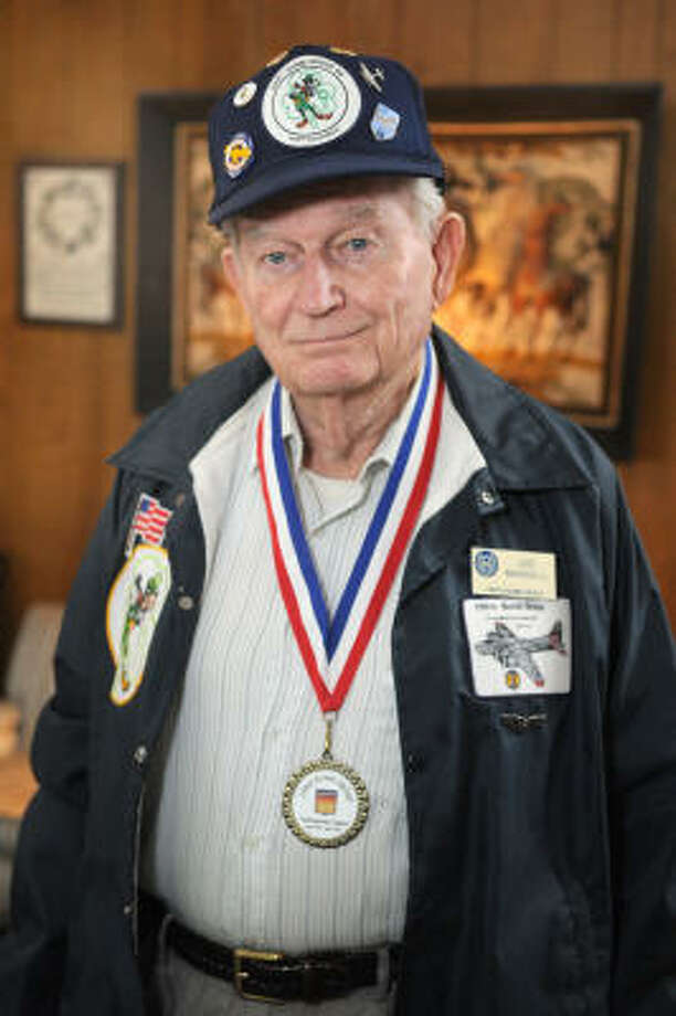 WAR HERO: Joe Mansell, a 35-year resident of Kingwood, is a WWII veteran and a member of the 398th Bomber Group. Photo: Jerry Baker, For The Chronicle