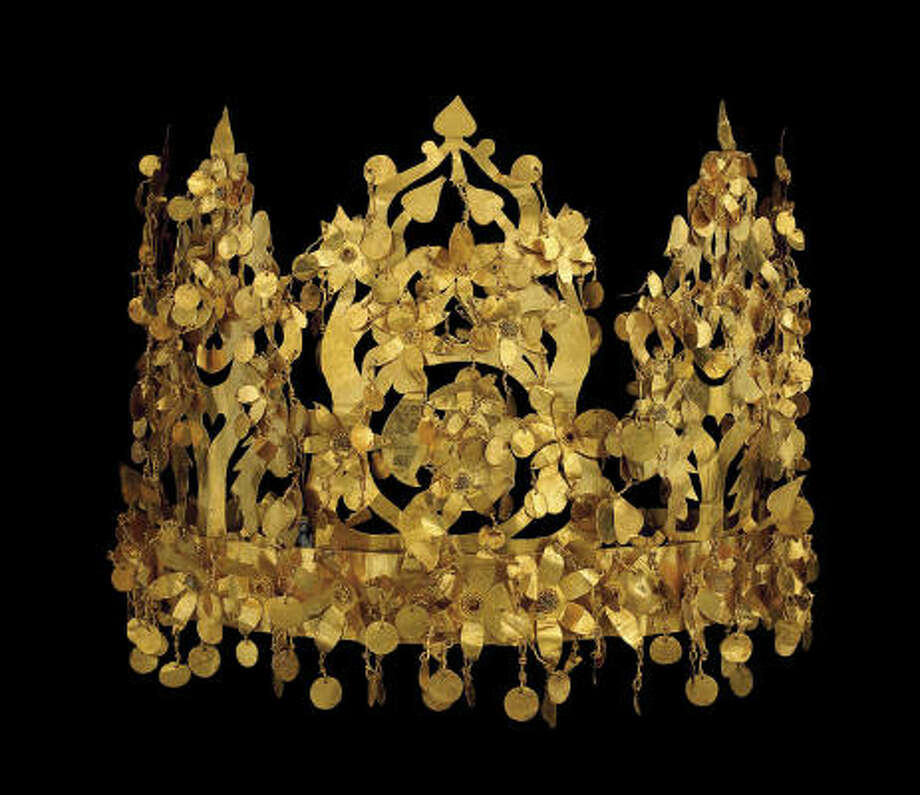 Gold objects, such as this crown, were hidden for safekeeping until now. Photo: MUSEUM OF FINE ARTS