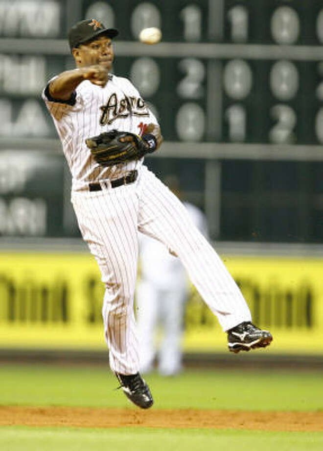 Miguel Tejada throws to first base after making a fielding a grounder with his bare hand. Photo: Nick De La Torre, Chronicle
