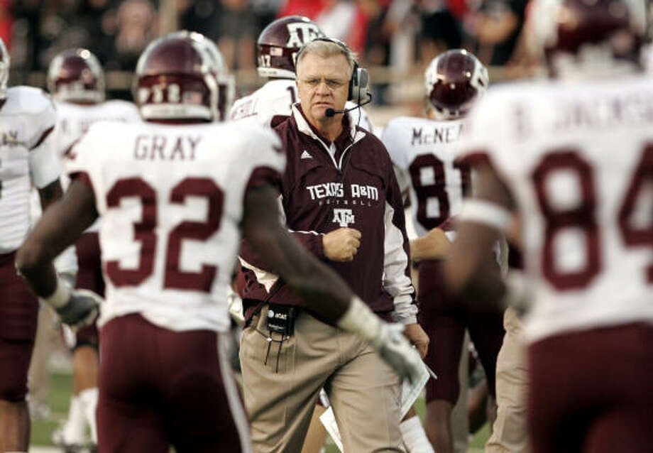 Head coach Mike Sherman has said that long term, Patrick Lewis projects as a center. Photo: Mike Fuentes, AP