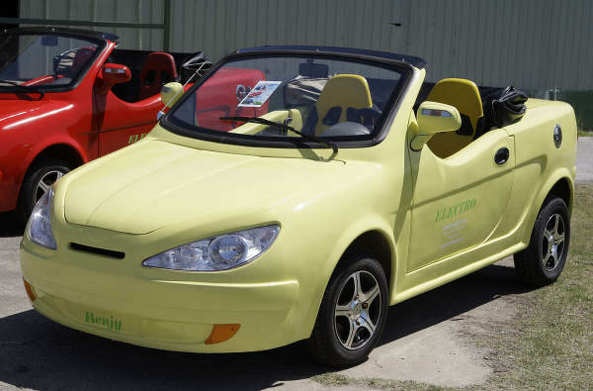 The Benjy Electro is a convertible version of the Jinan Flybo Motor Co.'s Electro, a Chinese-built copy of the Smart Car.