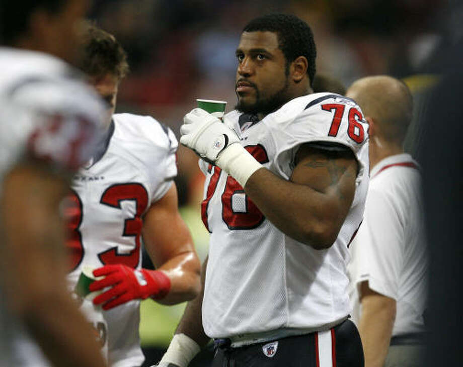 Texans left tackle Duane Brown was held out of the second half of Sunday's win over St. Louis with a knee injury. Photo: Karen Warren, Chronicle