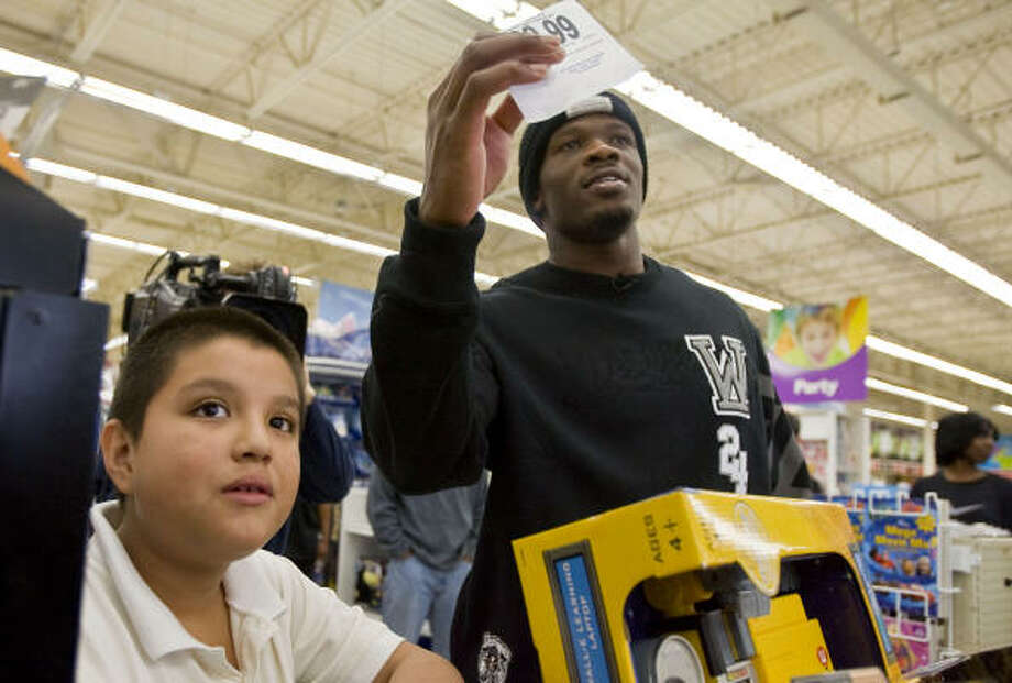 Andre Johnson picked up the holiday shopping spree tab for a group chosen by Child Protective Services staff. Photo: James Nielsen, Chronicle