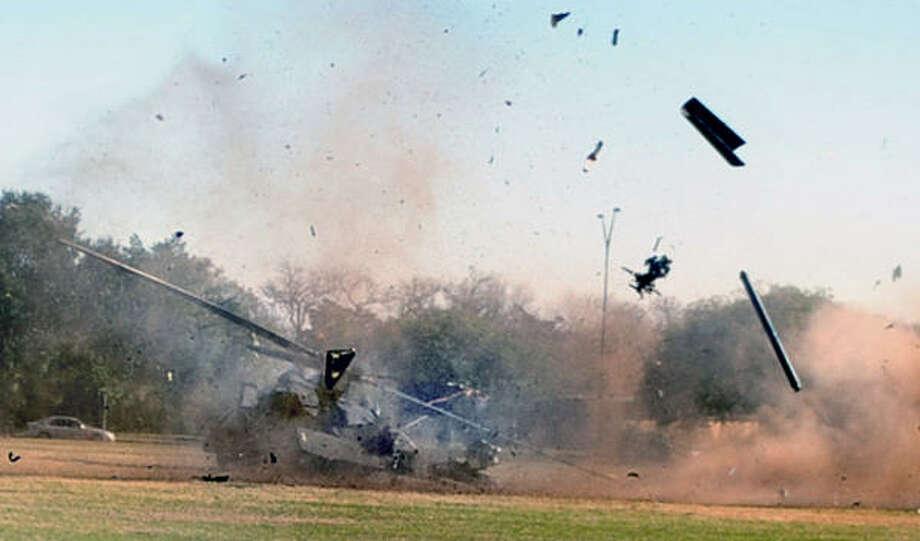 http://ww3.hdnux.com/photos/04/74/52/1297038/3/920x920.jpg Black Hawk Down Movie Helicopter Crash