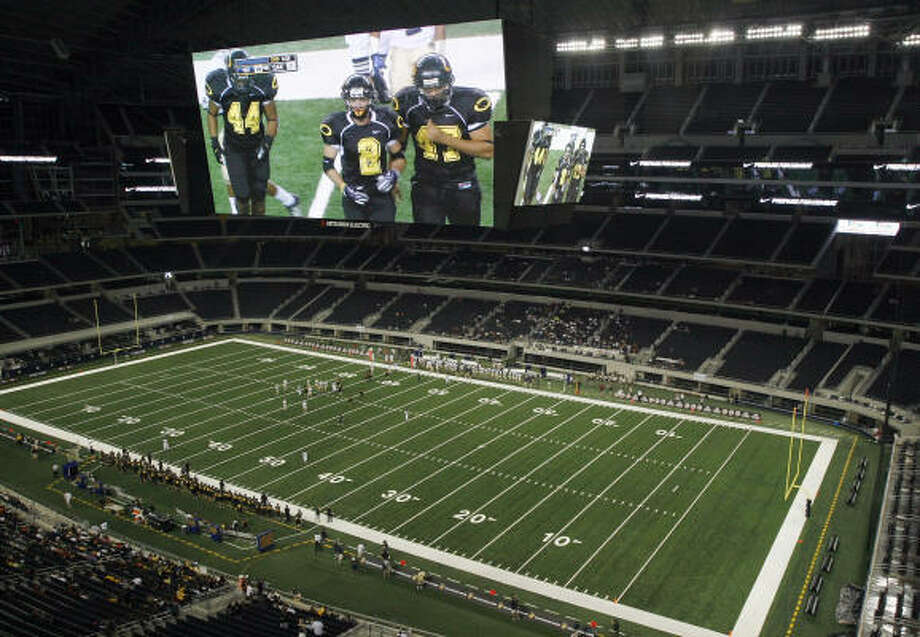 The massive Cowboys Stadium in Arlington played an unusual host to the Klein Oak-Notre Dame game. Photo: Amy Conn-Gutierrez
