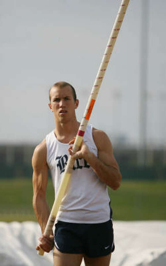 Rice pole vaulter Jason Colwick cleared 18-4½ to win the NCAA Indoor Championship this spring, then got the NCAA Outdoor title last weekend by going 18-8¼. Photo: Mayra Beltran, Houston Chronicle