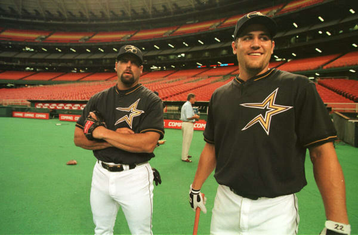 With Ken Caminiti (left) among his new teammates, Lance Berkman enjoys his first day as an Astro after being called up as an injury replacement for outfielder Carl Everett 10 years ago today.