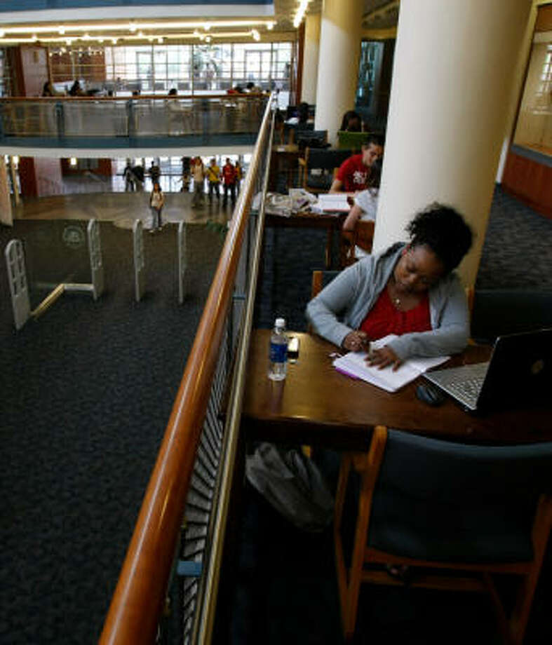Robyn Harris, 21, a psychology major, studies in the M.D. Anderson Library at the University of Houston, which is vying with other Texas schools for Tier One status. Photo: Julio Cortez, Chronicle