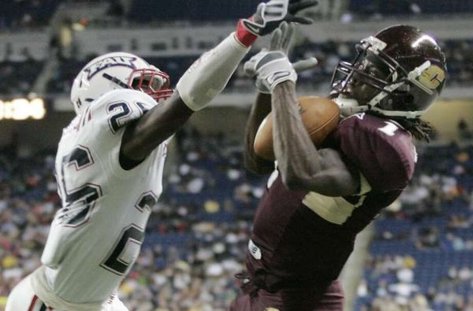 The Motor City Bowl, pitting Florida Atlantic and Central Michigan, drew 19,225 fewer fans than in 2007. Photo: Duane Burleson, AP