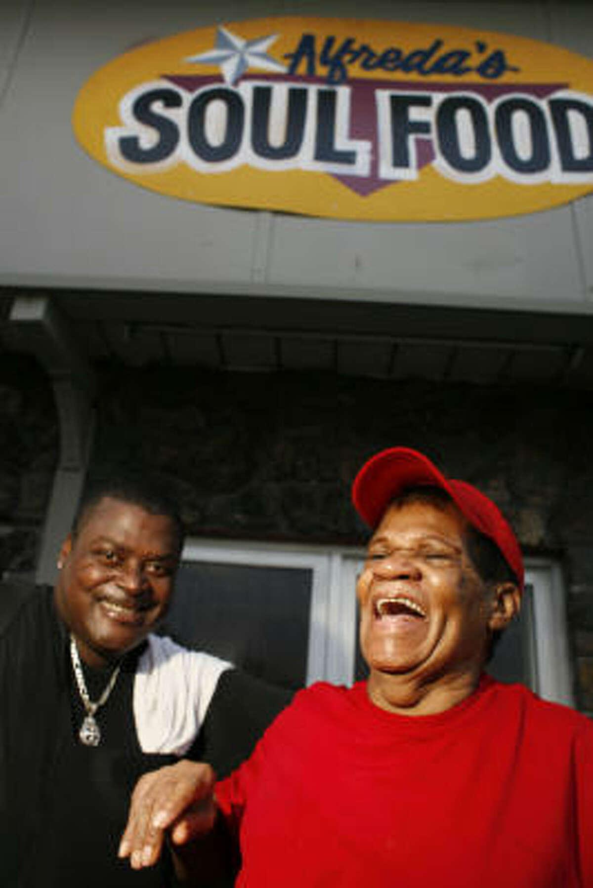 Dishwasher Ron Bridges, left, and cook Naomi Haynes at Alfreda's Soul Food restaurant.