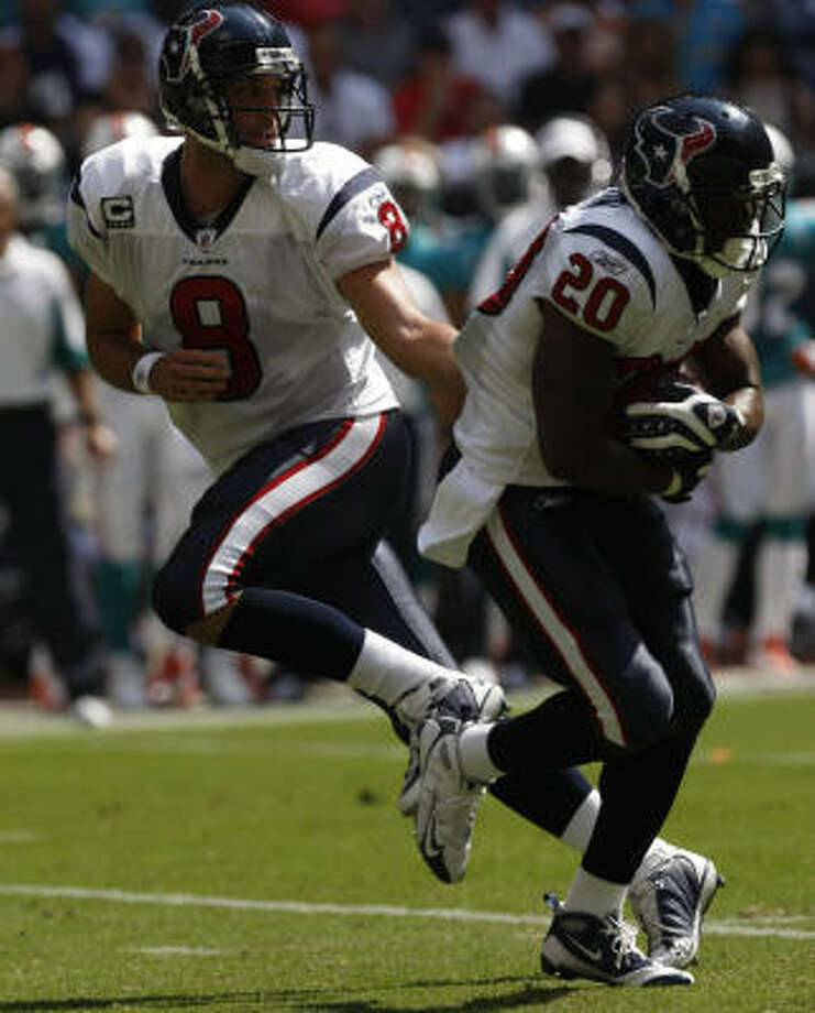 Matt Schaub and Steve Slaton will be the two most important players on the team when the Texans return to practice Monday. Photo: Johnny Hanson, Chronicle