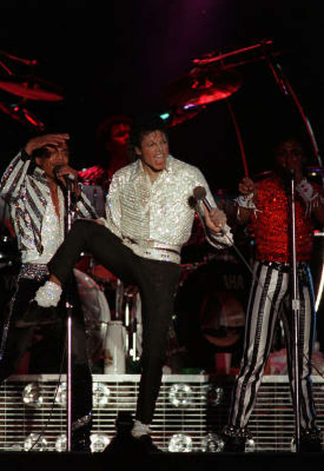 Michael Jackson performs with his brothers Tito, left, Randy and Marlon on drums in Los Angeles on their Victory Tour in 1984. Jackson, who died a week ago at 50, had an unmatchable dance style. Photo: AP