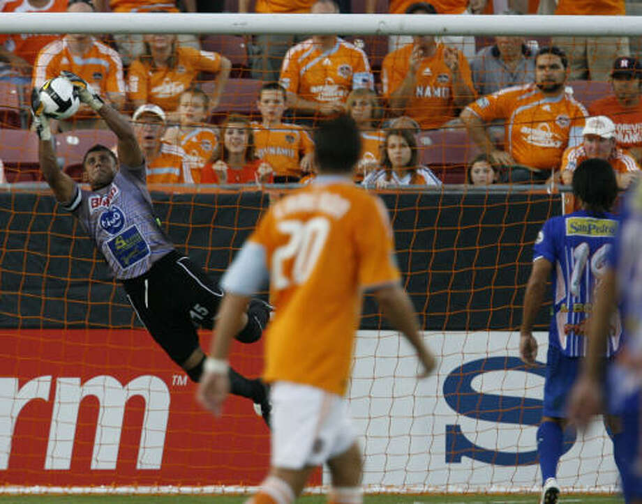 The Dynamo beat Isidro Metapan 1-0 in their matchup at Robertson Stadium in August. Photo: Julio Cortez, Houston Chronicle