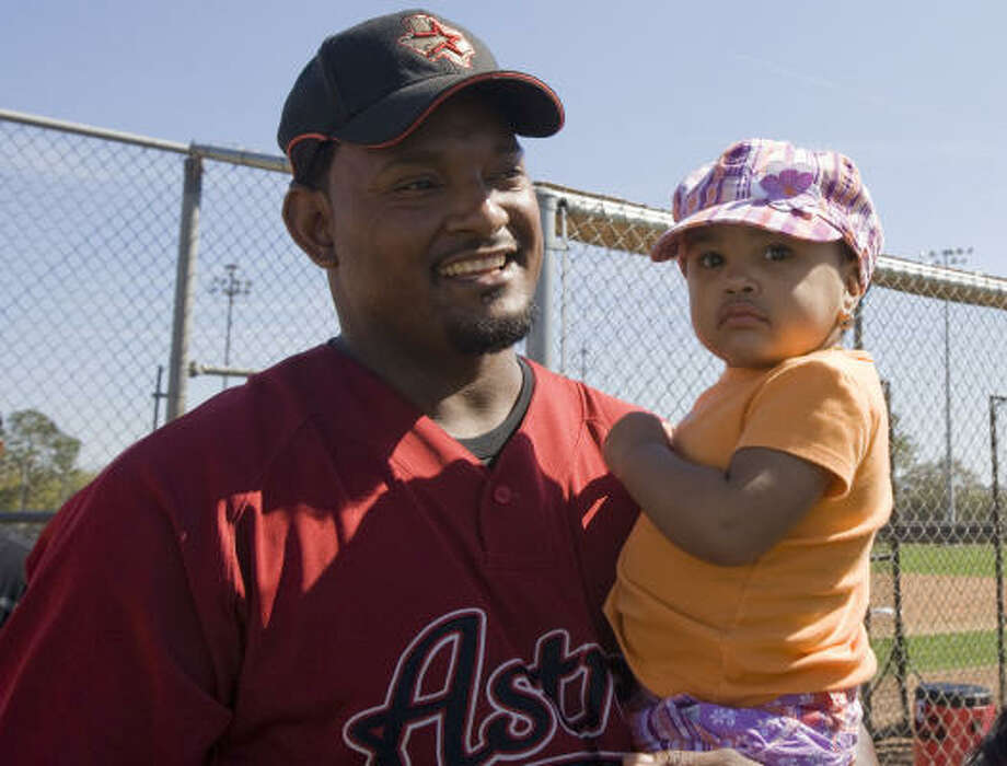 Jose Valverde (left) carries his two-year-old daughter Montserrat Valverde. Photo: James Nielsen, Chronicle