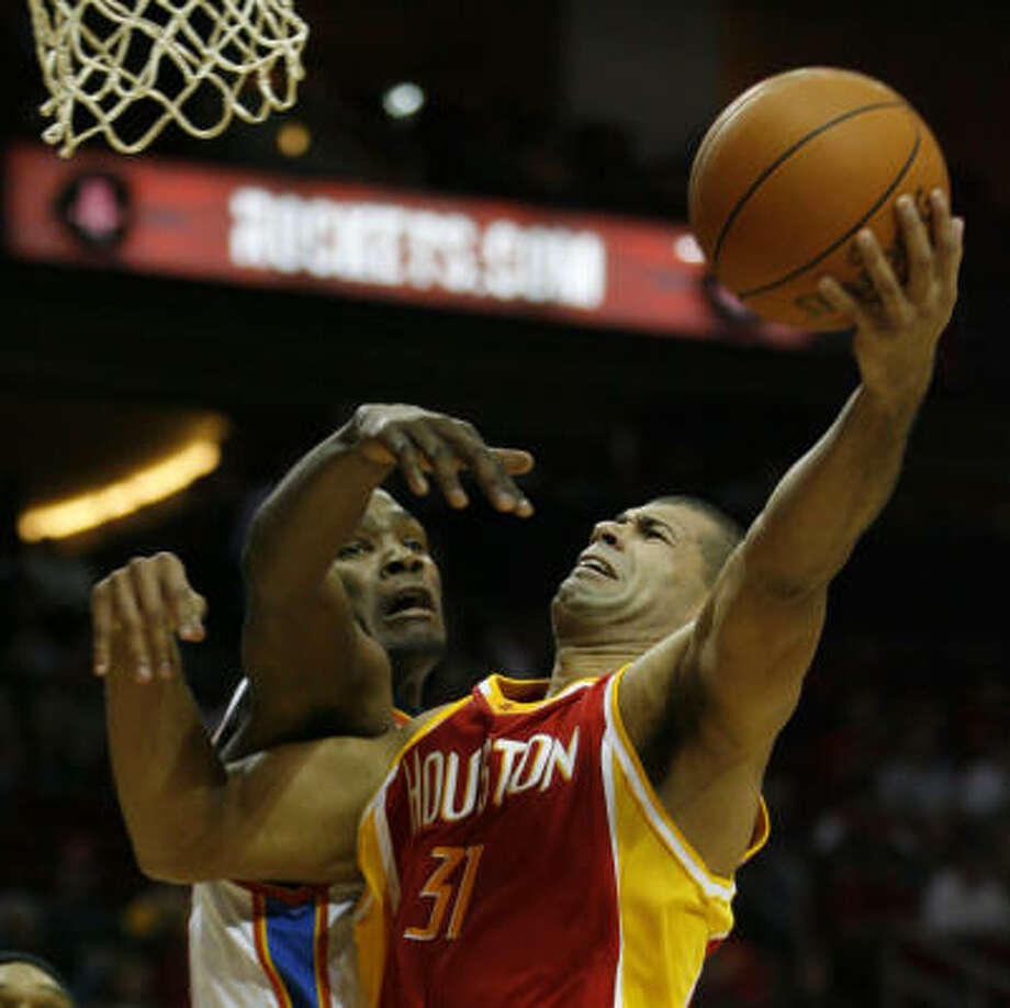 The Rockets' Shane Battier, right, muscles his way past the Thunder's Kevin Durant, a former UT standout. Photo: Karen Warren, Chronicle