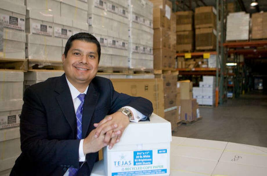 Fraga es licenciado en Administración de Negocios y miembro del consejo directivo de la agencia de servicios sociales  Family Services of Greater Houston. Photo: Steve Campbell, La Voz